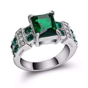 Jewelry - 18k gold filled emerald ring